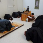 Cérémonie après la méditation au dojo zen