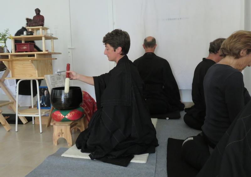 Début de la méditation à la journée de zazen à Revel